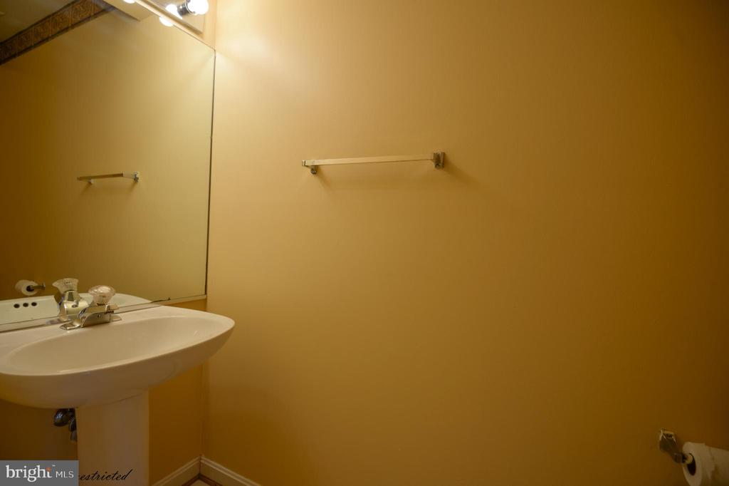 Powder Room @ Main Level - 1118 SUGAR MAPLE LN, HERNDON