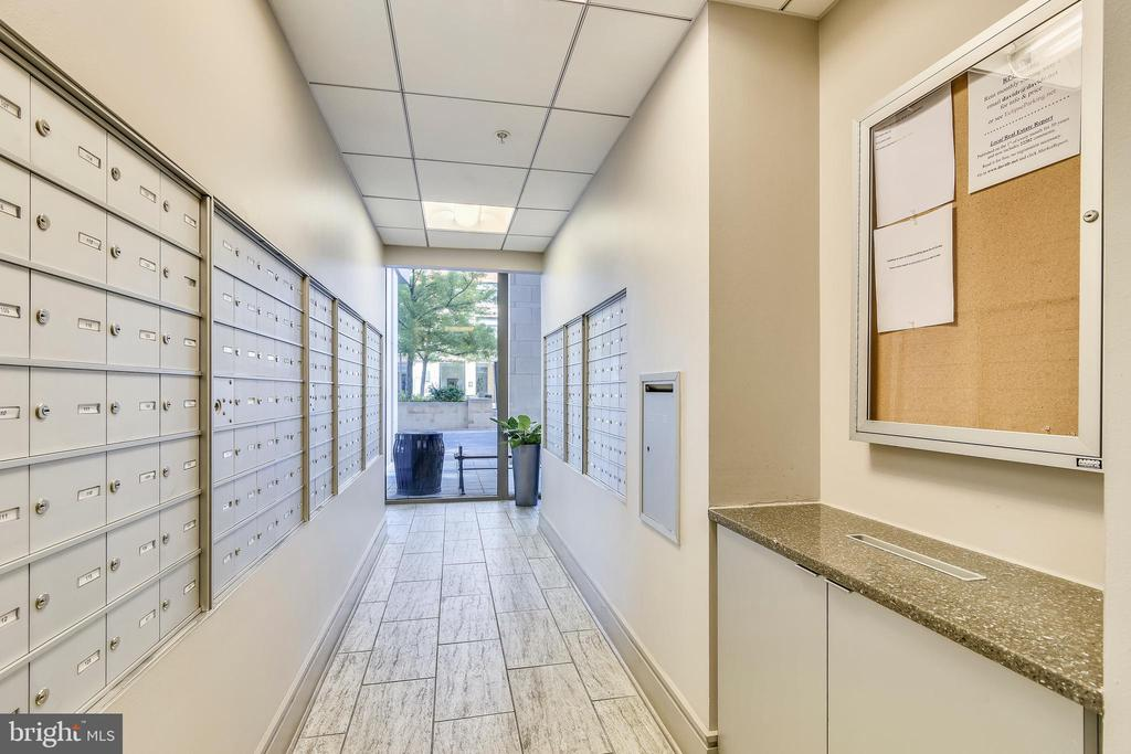 Building Amenities - Mailroom - 3650 S GLEBE RD #464, ARLINGTON