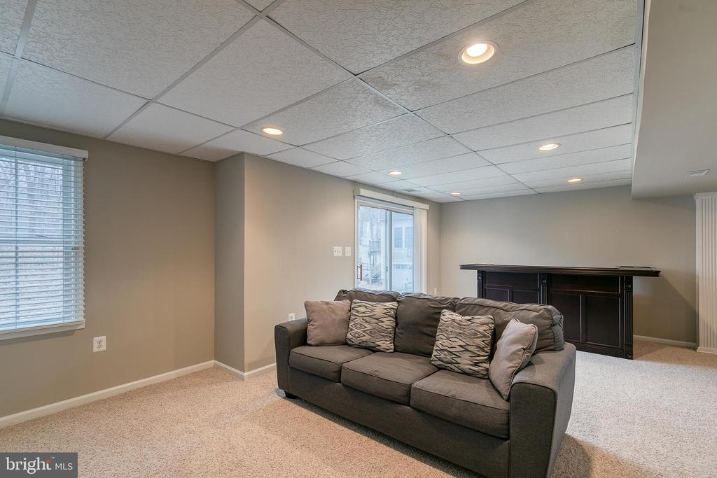 Rec room with walk-out to backyard - 49 CHRISTOPHER WAY, STAFFORD