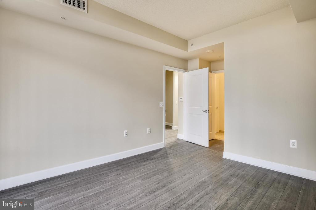 Expansive Primary Bedroom, unfurnished - 3650 S GLEBE RD #464, ARLINGTON