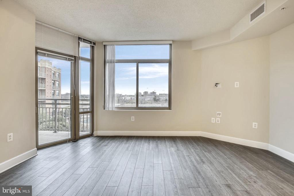 Sun-filled Living/Dining Room, freshly painted - 3650 S GLEBE RD #464, ARLINGTON
