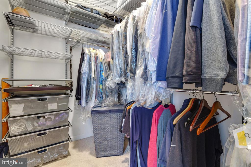 Closet System for Ample Storage - 43144 SUNDERLAND TER #300, ASHBURN