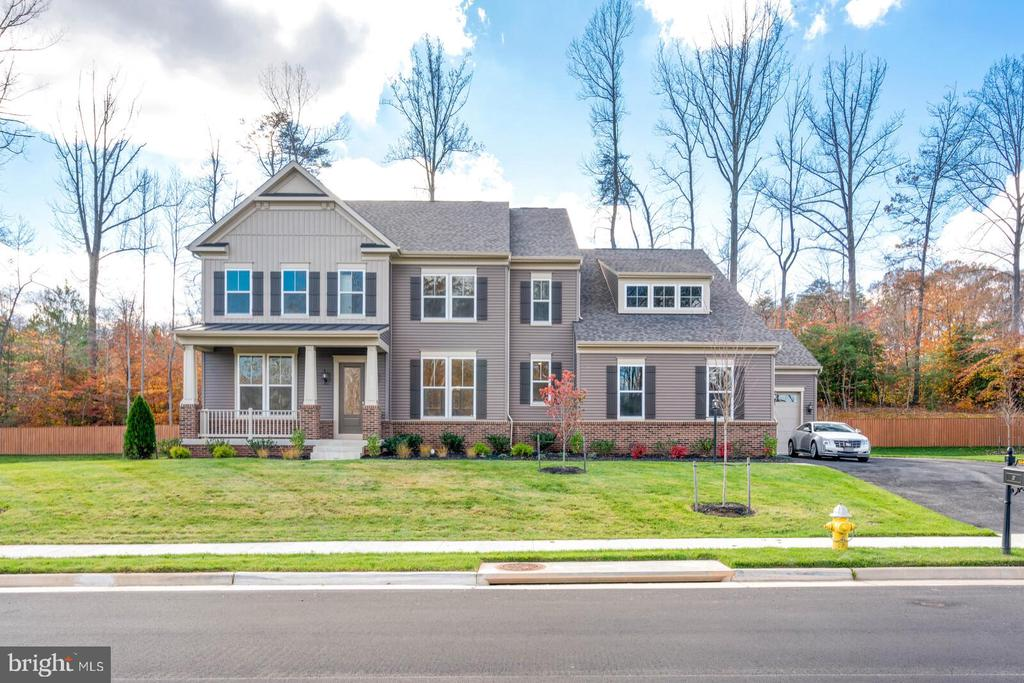 Stone water table and a half-acre lot. - 6541 RUNNING CEDAR LN, MANASSAS