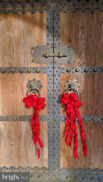 Chinese door with red bows - 4343 39TH ST NW, WASHINGTON
