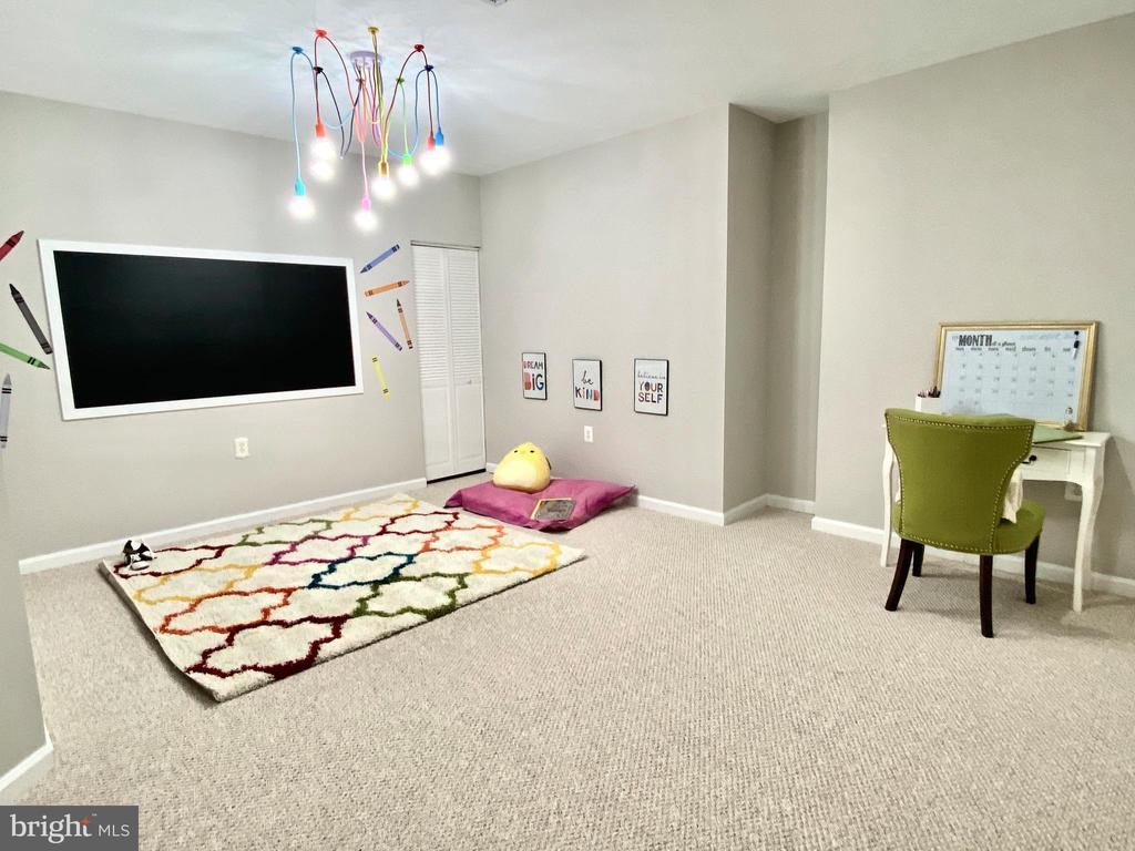 Kid's Playroom/ Cyber School - 43552 JACKSON HOLE CIR, LEESBURG