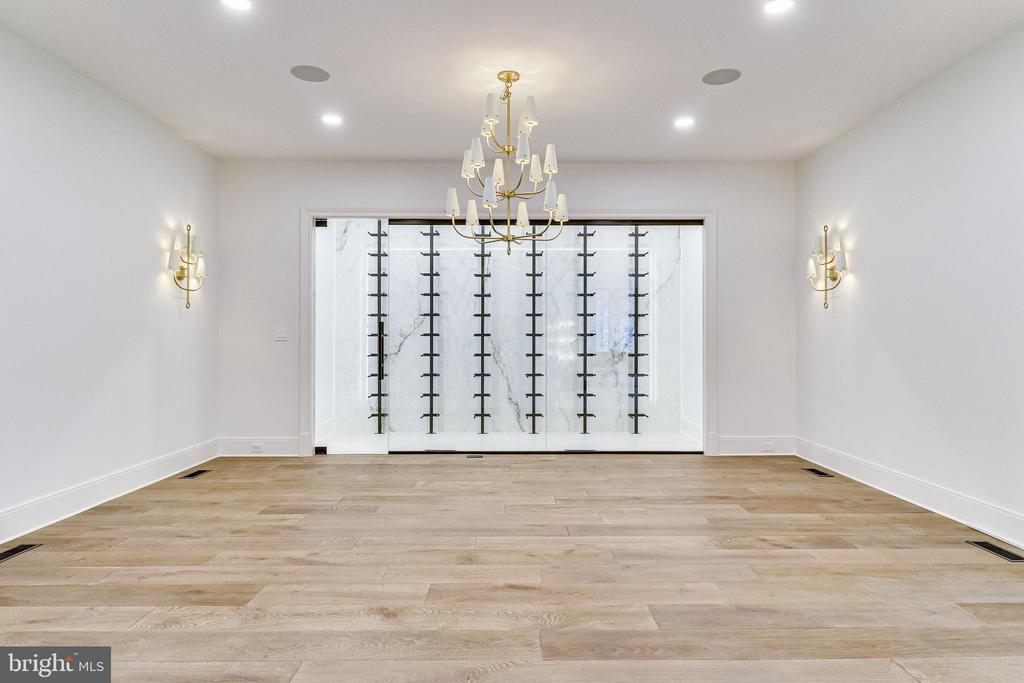 The dining room will accommodate 20 guests - 620 RIVERCREST DR, MCLEAN
