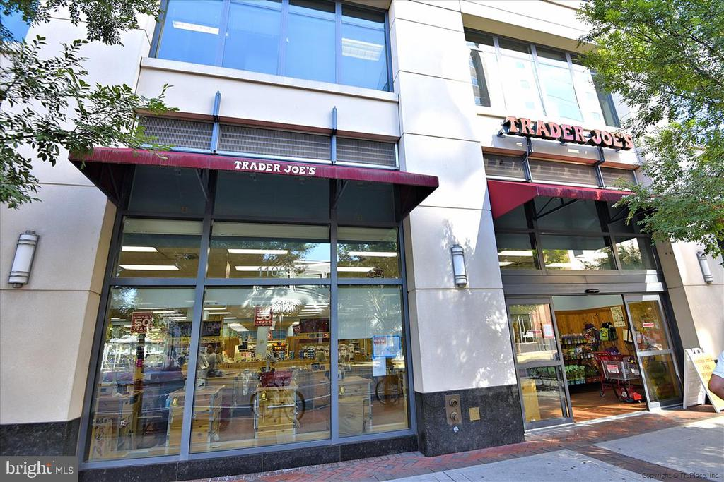 Trader Joe's is a 4 minute bicycle ride - 1718 N WAYNE ST, ARLINGTON