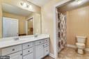 Hall bath w/ 2 sinks - 47642 MID SURREY SQ, STERLING