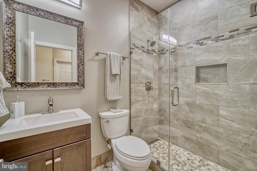 Stunning Renovated Second Bathroom - 18541 BEAR CREEK TER, LEESBURG