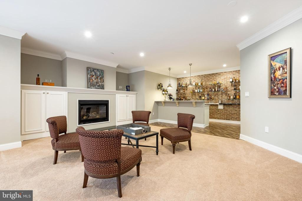 Lower Level Recreation w/gas Fireplace - 10713 ROSEHAVEN ST, FAIRFAX