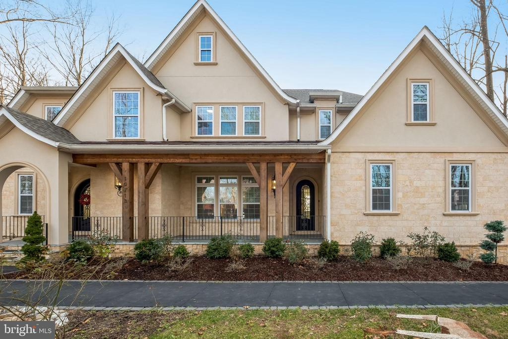 Luxurious living - 10713 ROSEHAVEN ST, FAIRFAX