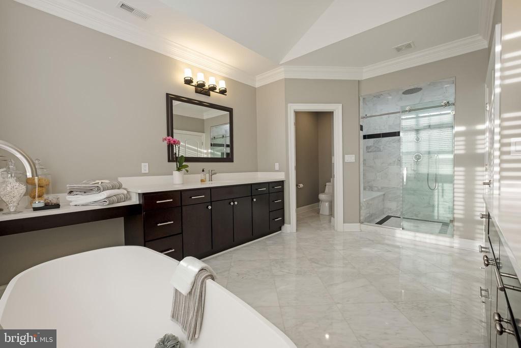 Luxury Owners Bath Features Crisp Tile - 10713 ROSEHAVEN ST, FAIRFAX