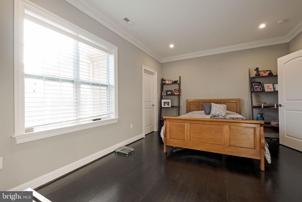 Oversized Bedroom #3 w/ Walk In Closet - 10713 ROSEHAVEN ST, FAIRFAX