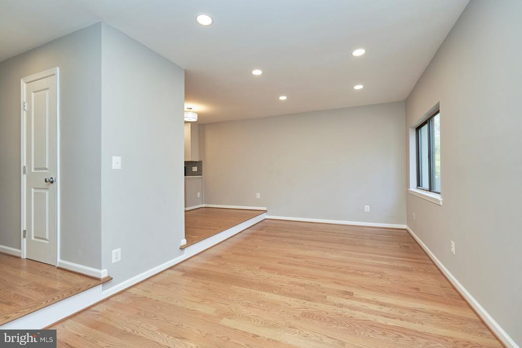Lots of recessed lights - 11817 COOPERS CT, RESTON