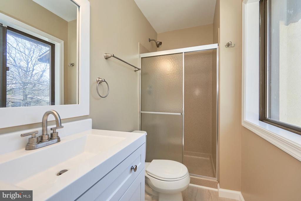 Primary bathroom - 11817 COOPERS CT, RESTON