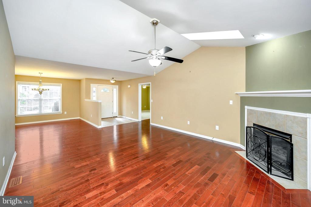 Family Room with gas fireplace and hardwood floors - 4309 LAKEVIEW PKWY, LOCUST GROVE