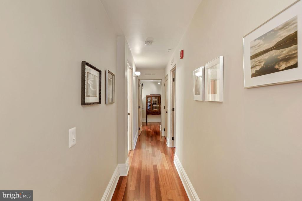 Halllway Upper Level to bedrooms - 9610 DEWITT DR #PH101, SILVER SPRING