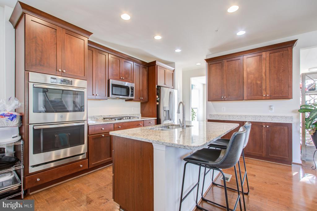 Granite Counters. Stainless Steel Appliances - 5502 HAWK RIDGE RD, FREDERICK