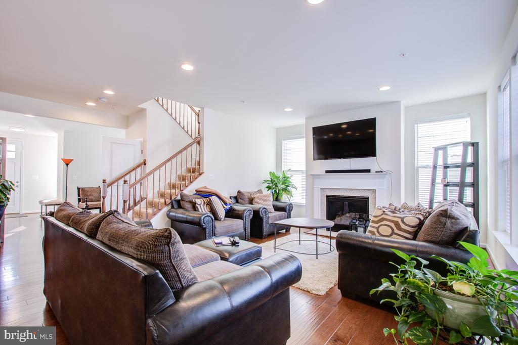 Spacious and bright Family Room. - 5502 HAWK RIDGE RD, FREDERICK