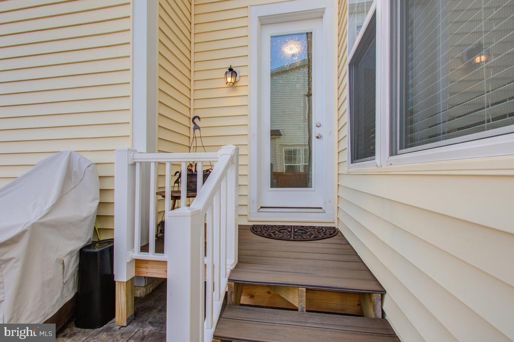 Rear deck access to the backyard. - 5502 HAWK RIDGE RD, FREDERICK