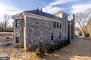 Timeless, regional granite walls - 1011 TURKEY RUN RD, MCLEAN