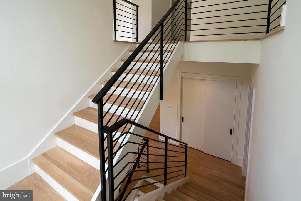 White oak stair treads, steel rails - 110 TAPAWINGO RD SW, VIENNA