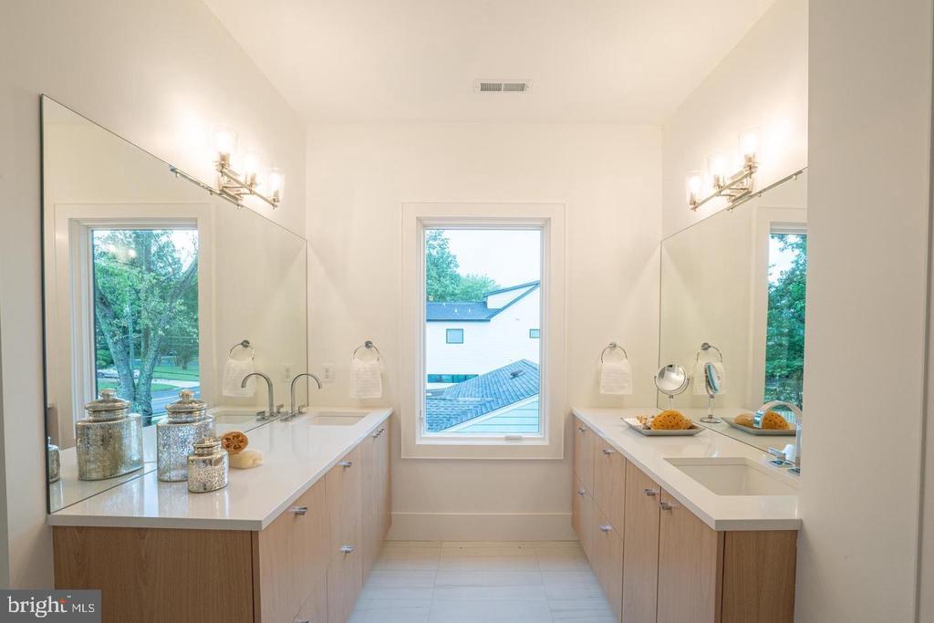 Master bath - wood finish vanity, - 110 TAPAWINGO RD SW, VIENNA