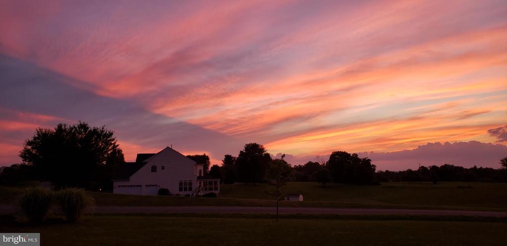 Neighborhood Sunsets! - 38716 BETTIS DR, HAMILTON