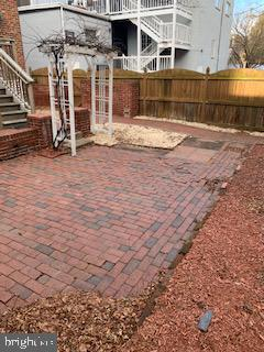 Courtyard style backyard - 611 CAROLINE ST, FREDERICKSBURG