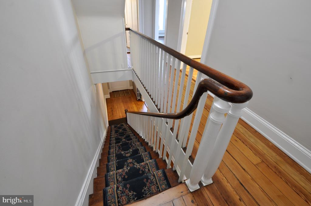 Beautiful Stairway - 611 CAROLINE ST, FREDERICKSBURG