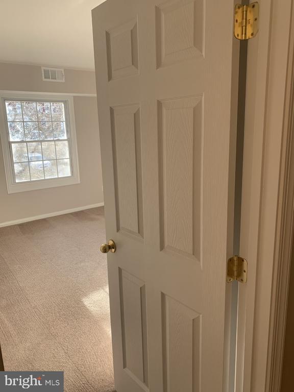 6-Panel Doors - 8110-E COLONY POINT RD #218, SPRINGFIELD