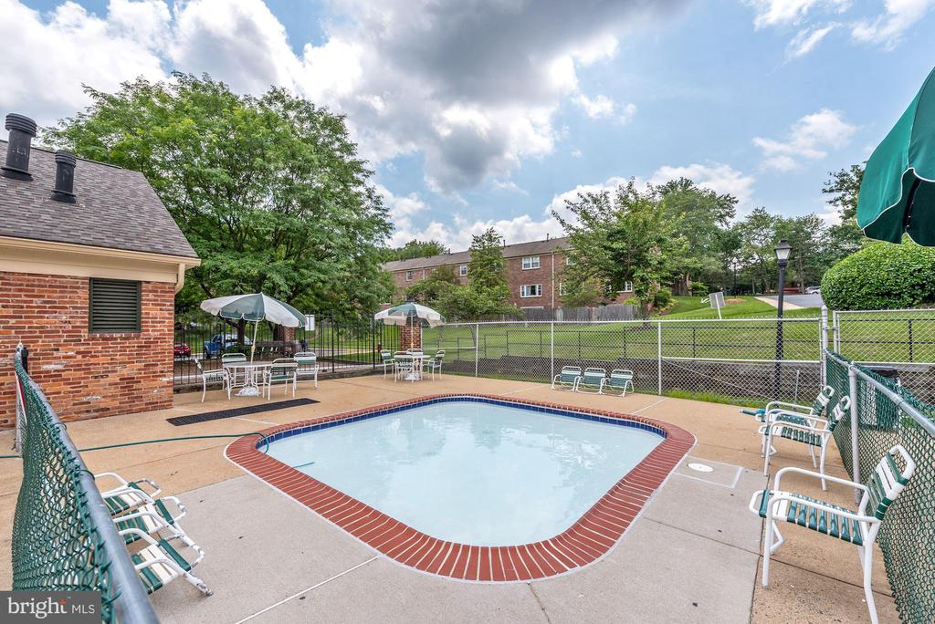 Wadding Pool - 8110-E COLONY POINT RD #218, SPRINGFIELD