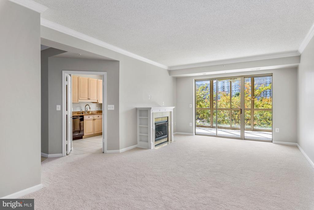 Great natural lighting throughout - 19360 MAGNOLIA GROVE SQ #212, LEESBURG