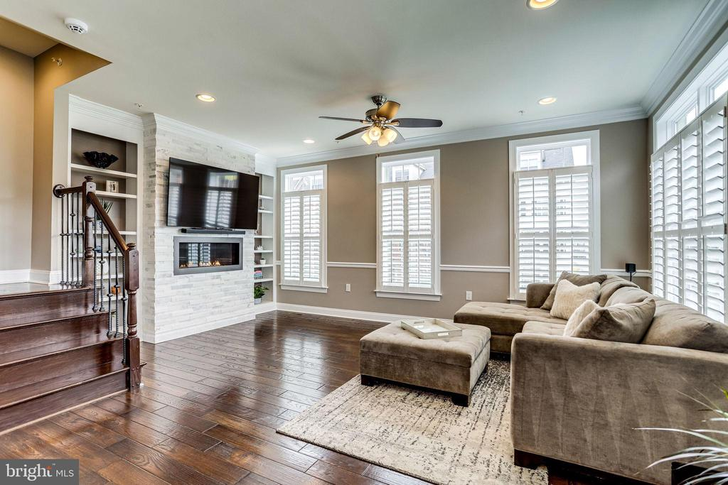 Fireplace w/marble surround & built in shelving - 4349 4TH ST N, ARLINGTON