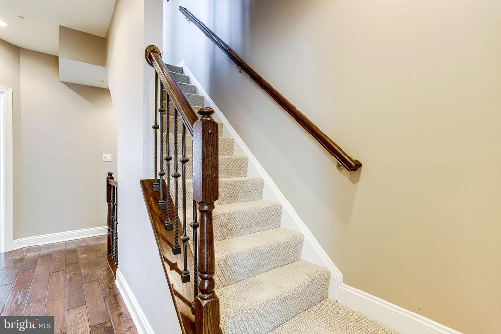 Stairway to 4th level - 4349 4TH ST N, ARLINGTON