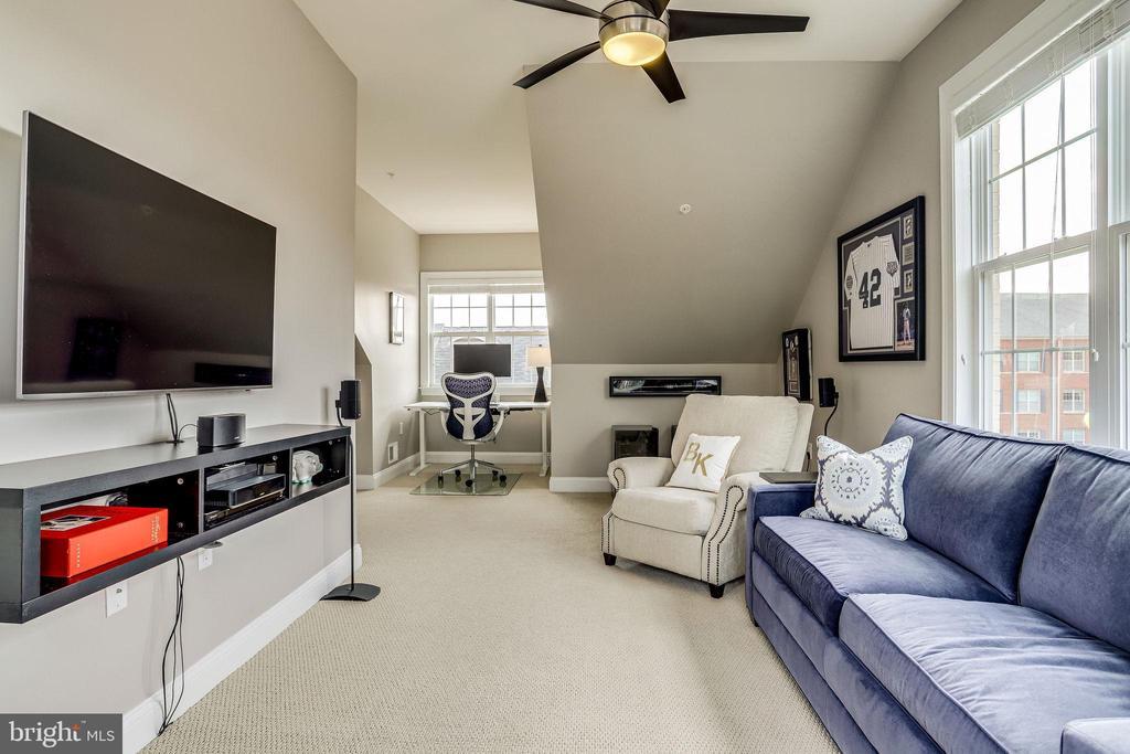 4th level lounge area - 4349 4TH ST N, ARLINGTON