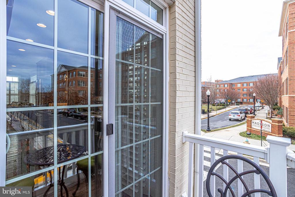 Sliding glass doors to balcony off kitchen - 4349 4TH ST N, ARLINGTON