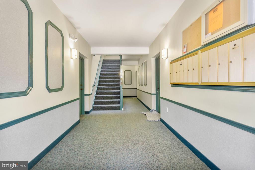 Main Lobby - 8110-E COLONY POINT RD #218, SPRINGFIELD