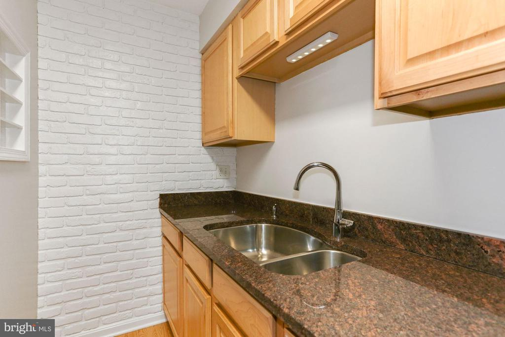 Check out the brick accent wall - 8110-E COLONY POINT RD #218, SPRINGFIELD