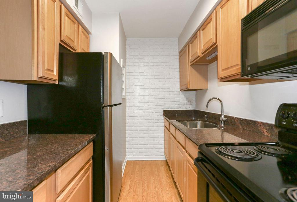 Remodeled Kitchen - 8110-E COLONY POINT RD #218, SPRINGFIELD