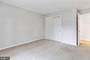 Bedroom nice carpet - 8110-E COLONY POINT RD #218, SPRINGFIELD