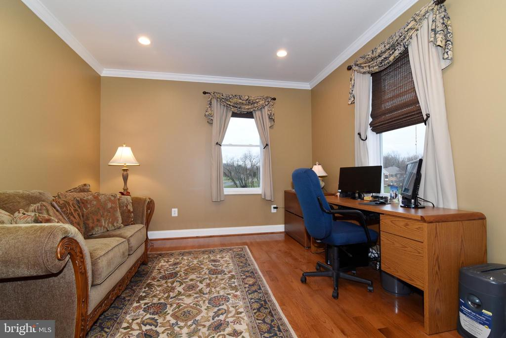 Main level office or 6th bedroom - 42070 SADDLEBROOK PL, LEESBURG