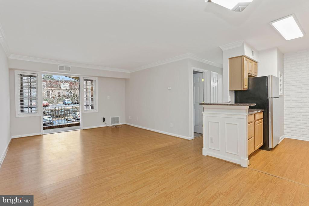Overview from dining area - 8110-E COLONY POINT RD #218, SPRINGFIELD