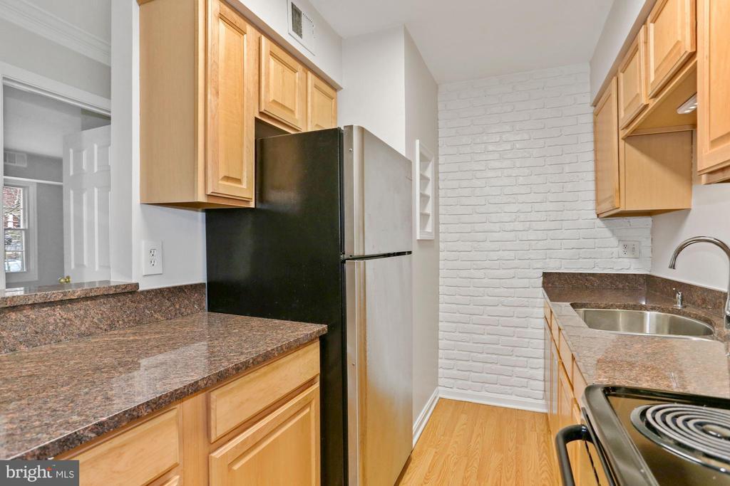 Granite countertops - 8110-E COLONY POINT RD #218, SPRINGFIELD