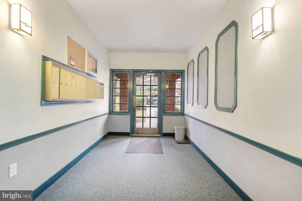 Lobby view - 8110-E COLONY POINT RD #218, SPRINGFIELD