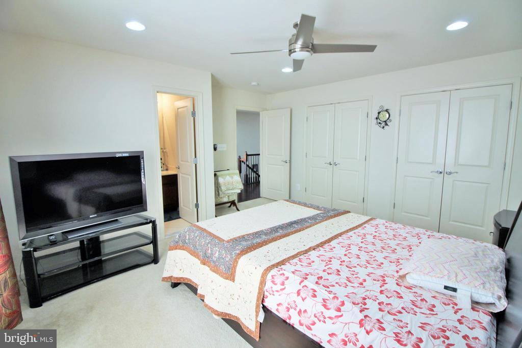 Bedroom 2 with private bath - 42567 STRATFORD LANDING DR, BRAMBLETON
