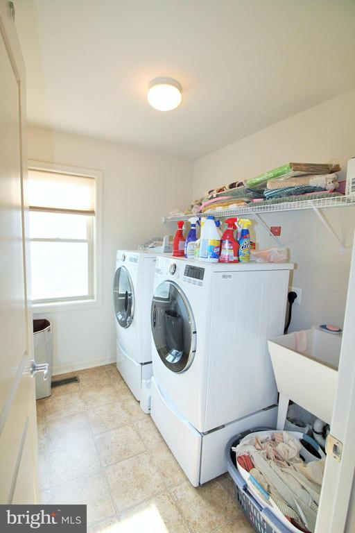 Upper Level Laundry Room - 42567 STRATFORD LANDING DR, BRAMBLETON