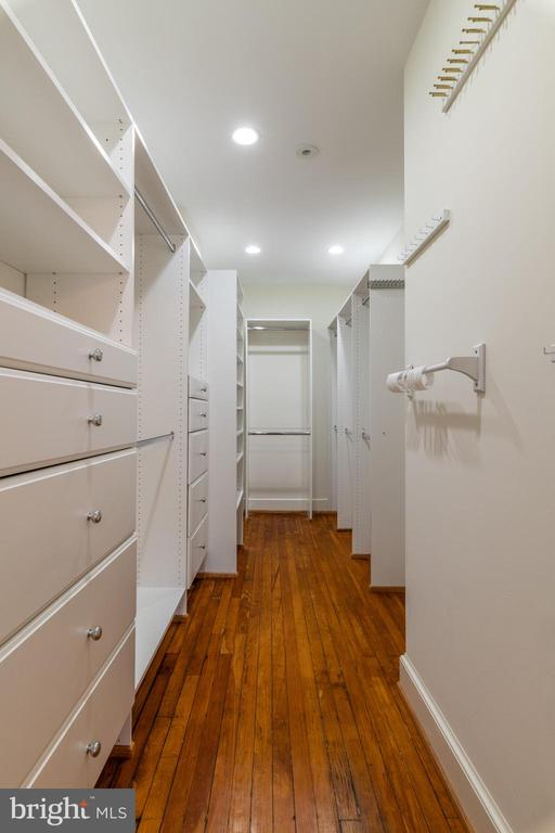 Upper Level 1 - Primary Bedroom Walk-in Closet - 438 NEW JERSEY AVE SE, WASHINGTON