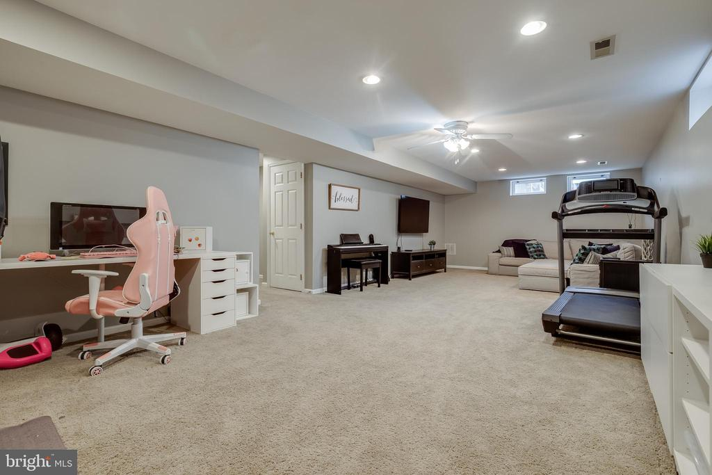 Ample Space - 43216 LINDSAY MARIE DR, ASHBURN