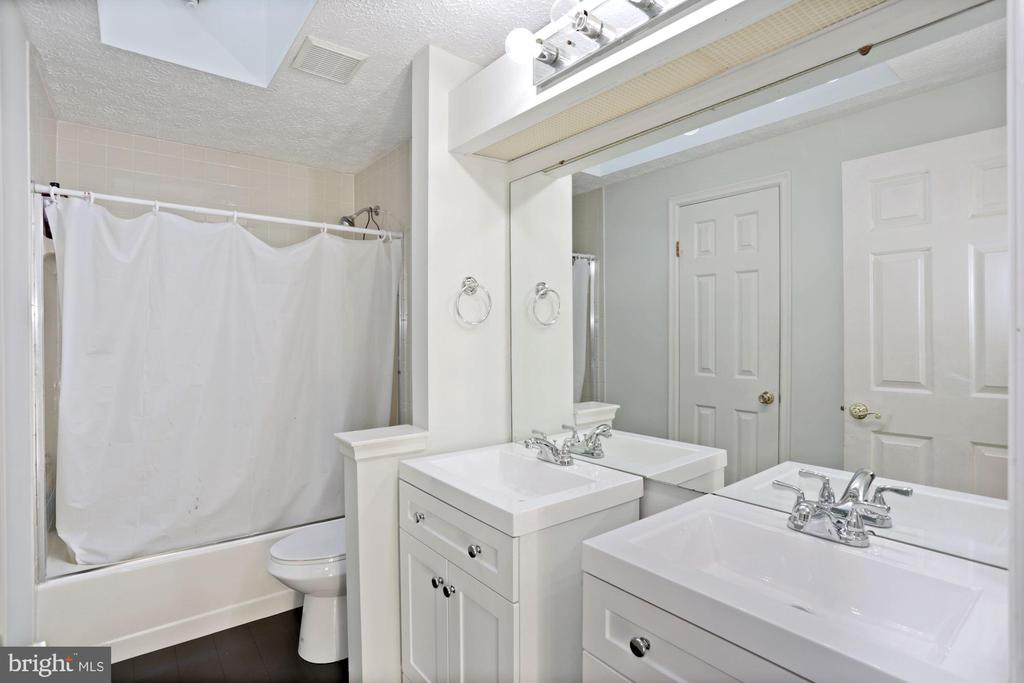 new vanities in bathrooms - 21108 MIDDAY LN, STERLING